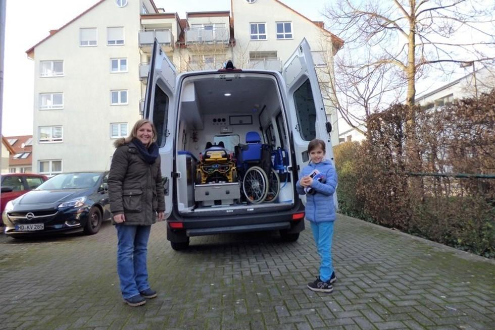Luise spendet für den Wünschewagen