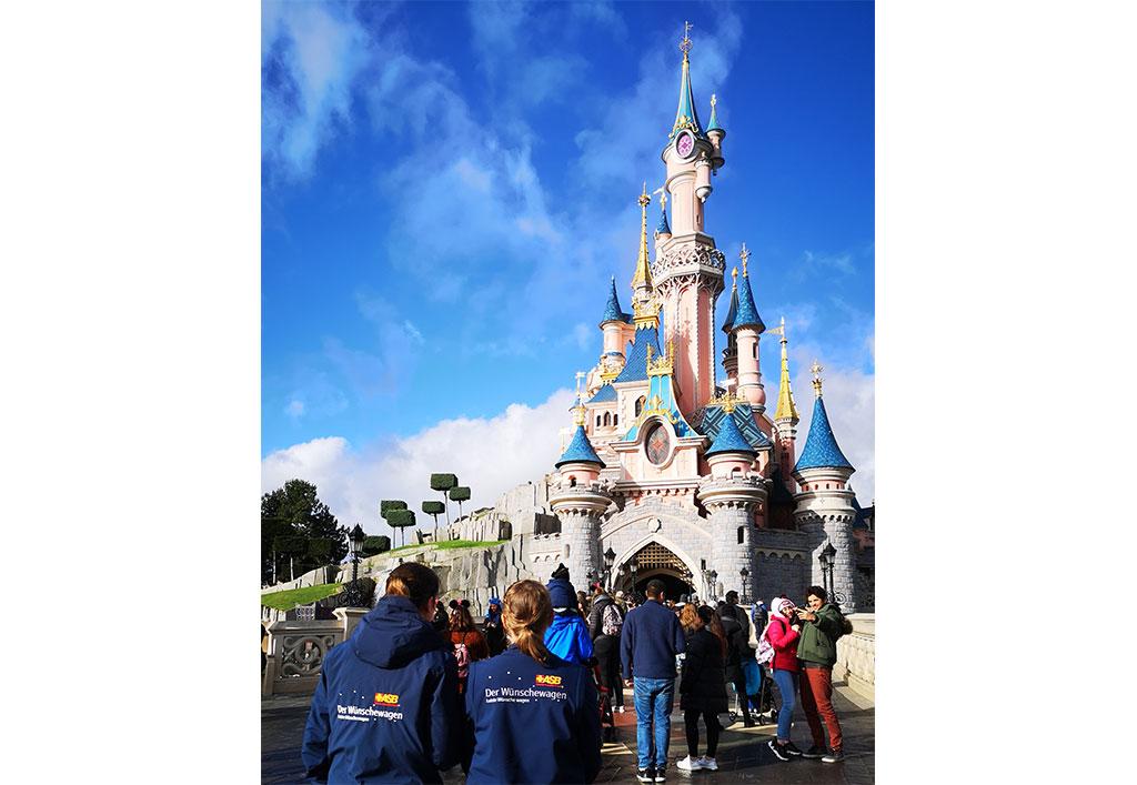 Disneyland3-1024x707px.jpg