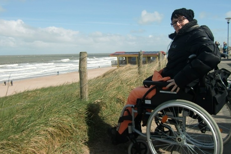Simone am Meer in Domburg.jpg